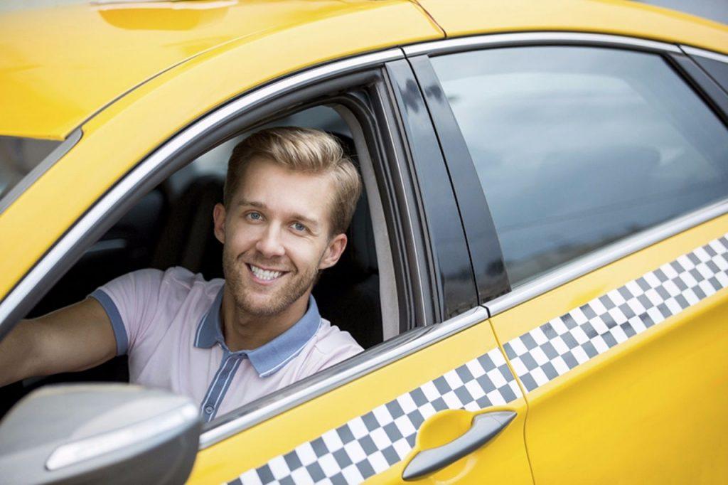 Работа в такси: доступные способы заработка